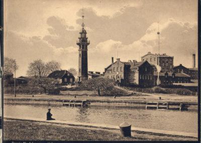 Jedno z pierwszych zachowanych zdjęć latarni z kulą czasu (1900r.)
