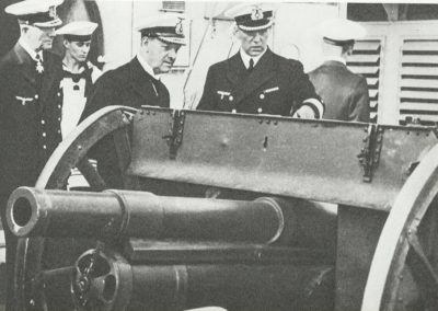 Admirał Raeder ogląda polską armatę z Westerplatte, 8.IX