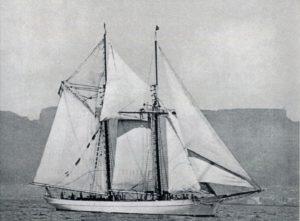 YANKEE.Amerykański szkuner Yankee, któryzabrał list mojegoojca dorodziców dostolicy Tahiti, Papeete, gdzie kolonialne władze francuskie opatrzyły go odpowiednimi znaczkami iwysłały normalną drogą morską doFrancji, astamtąd doPolski.